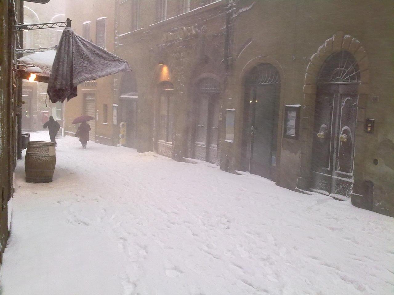 Volterra fotoreportage neve 9/10 marzo 2010..l'apoteosi nevosa!!-foto-neve-volterra-9-10-marzo-2010-mattina-pomeriggio-1-.jpg