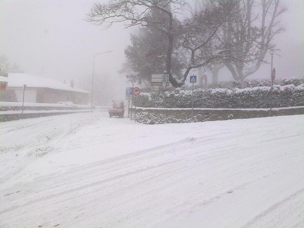 Volterra fotoreportage neve 9/10 marzo 2010..l'apoteosi nevosa!!-foto-neve-volterra-9-10-marzo-2010-mattina-pomeriggio-3-.jpg