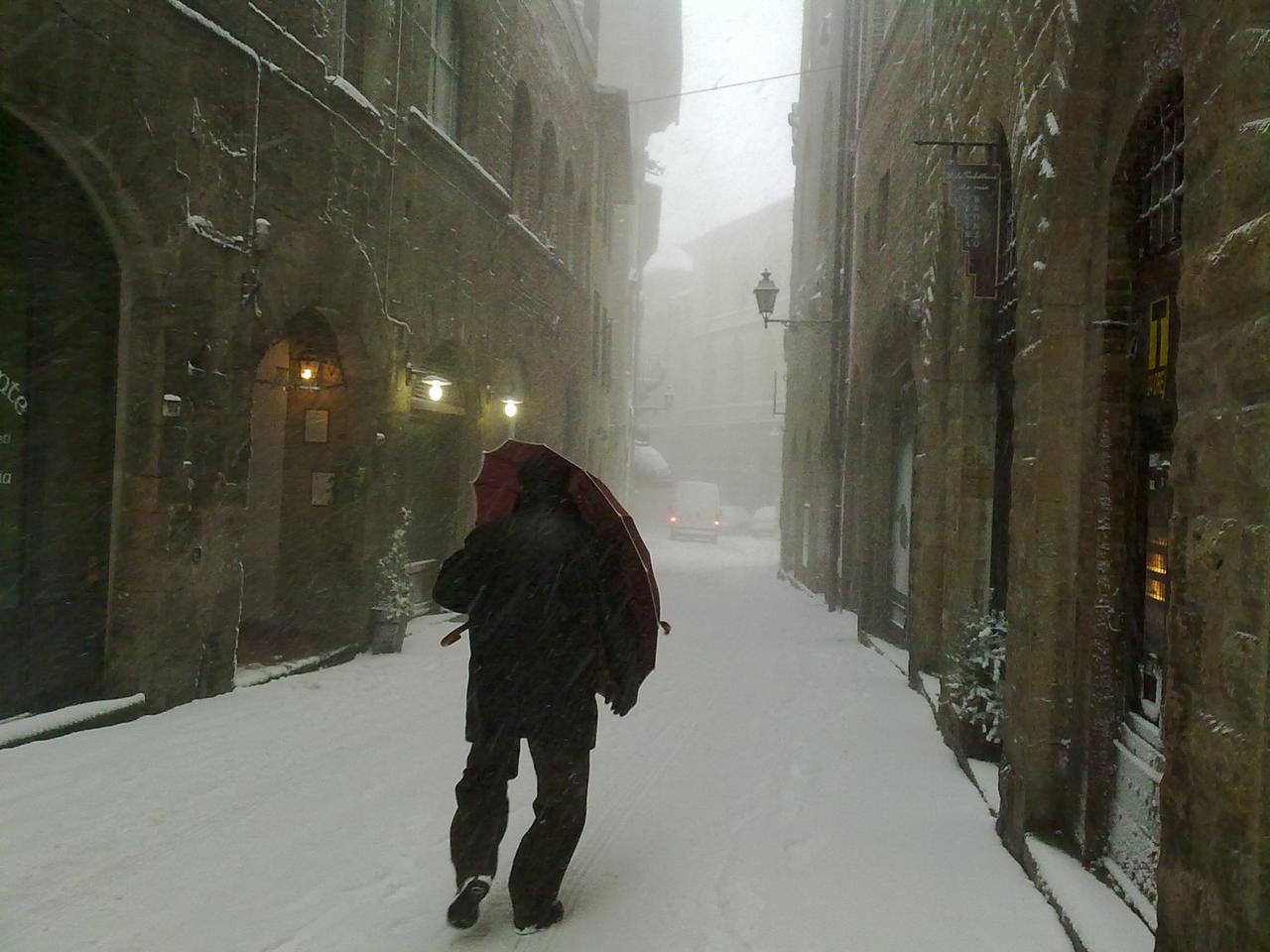 Volterra fotoreportage neve 9/10 marzo 2010..l'apoteosi nevosa!!-foto-neve-volterra-9-10-marzo-2010-mattina-pomeriggio-2-.jpg