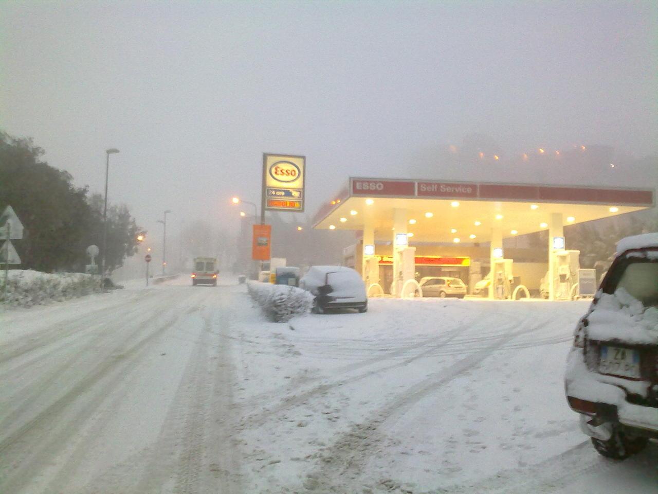 Volterra fotoreportage neve 9/10 marzo 2010..l'apoteosi nevosa!!-foto-neve-volterra-9-10-marzo-2010-mattina-pomeriggio-4-.jpg