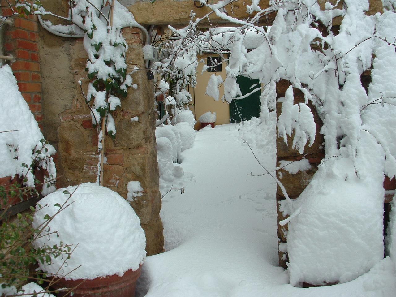 Volterra fotoreportage neve 9/10 marzo 2010..l'apoteosi nevosa!!-foto-mattina-volterra-10-marzo-2010.jpg