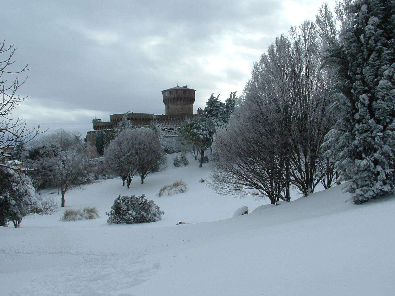 Volterra fotoreportage neve 9/10 marzo 2010..l'apoteosi nevosa!!-foto-mattina-volterra-10-marzo-2010-12-.jpg
