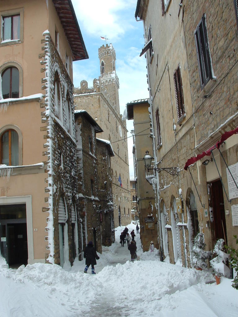 Volterra fotoreportage neve 9/10 marzo 2010..l'apoteosi nevosa!!-foto-mattina-volterra-10-marzo-2010-2-8-.jpg