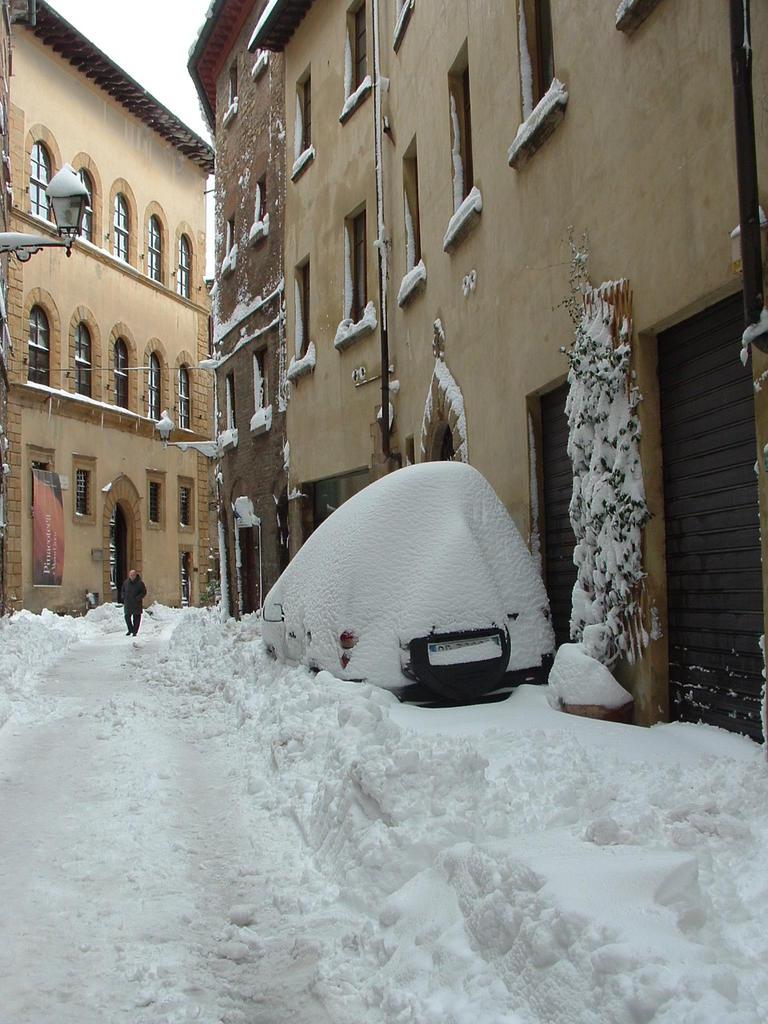 Volterra fotoreportage neve 9/10 marzo 2010..l'apoteosi nevosa!!-foto-mattina-volterra-10-marzo-2010-2-16-.jpg