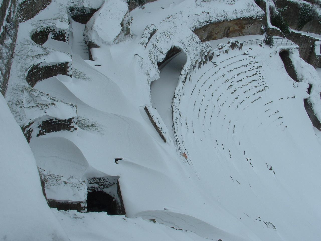 Volterra fotoreportage neve 9/10 marzo 2010..l'apoteosi nevosa!!-foto-mattina-volterra-10-marzo-2010-2-21-.jpg