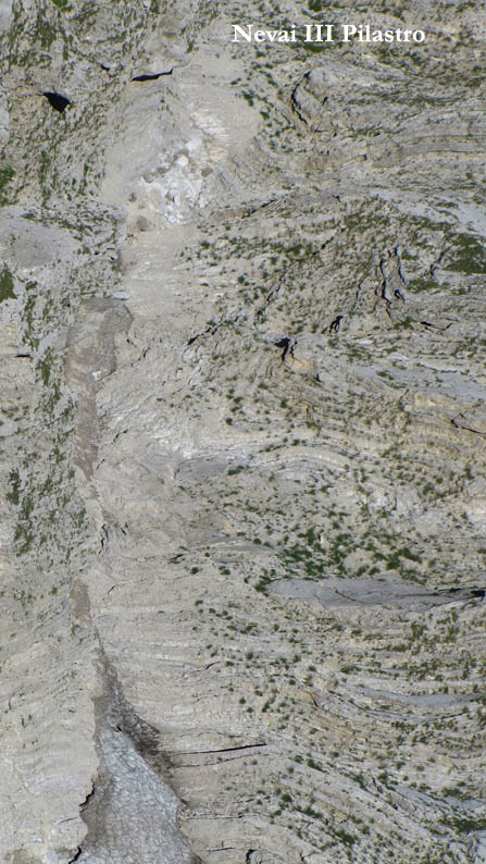 Situazione Nevai swettore Camicia Prena - Gran Sasso d'Italia - 12 agosto 2010-cam3.jpg
