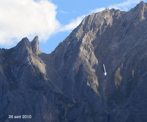 Situazione Nevai swettore Camicia Prena - Gran Sasso d'Italia - 12 agosto 2010-cam111.jpg
