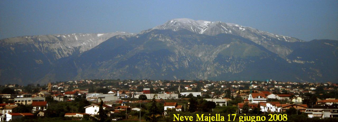 Nowcastin Nivoglaciae Majella, estate 2011-neve17giu08a.jpg