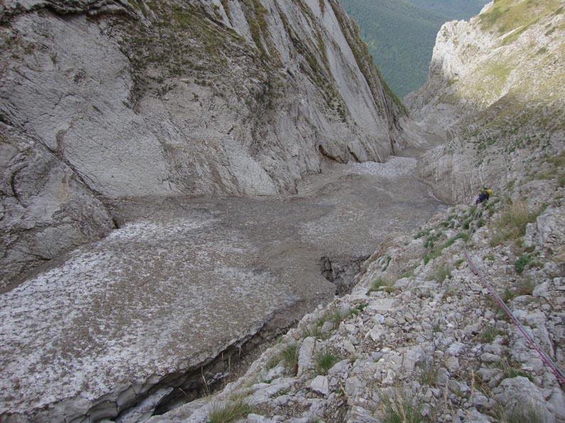 Situazione Nevai swettore Camicia Prena - Gran Sasso d'Italia - 12 agosto 2010-n13.jpg