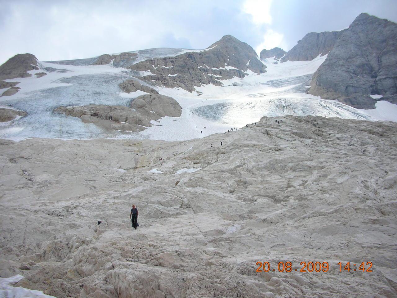 Il calo del ghiacciaio della Marmolada-agosto-2009.jpg