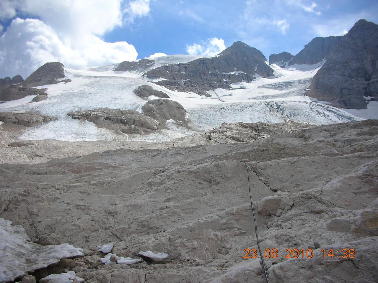 Il calo del ghiacciaio della Marmolada-agosto-2010.jpg