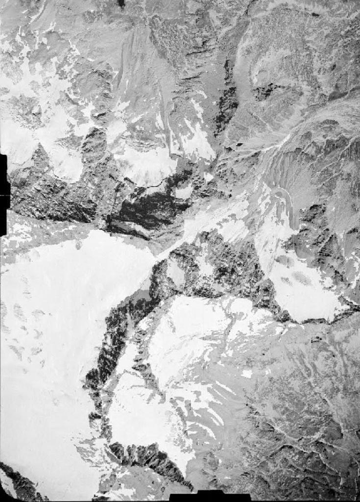 Vecchie foto aeree dei ghiacciai delle Alpi Graie (2/5)-levanna-26.08.1948.jpg