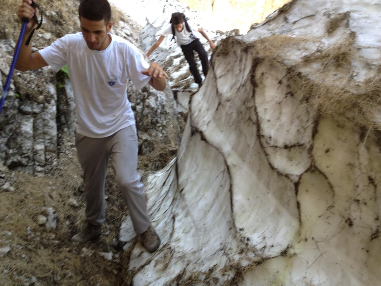 Situazione Nevai swettore Camicia Prena - Gran Sasso d'Italia - 12 agosto 2010-img_0146.jpg