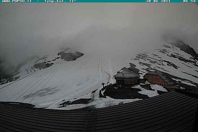 Nowcasting nivo-glaciale Alpi estate 2016!-stelvio-piste-06-30-11-prima-chiazza-ghiaccio-vecchio.jpg