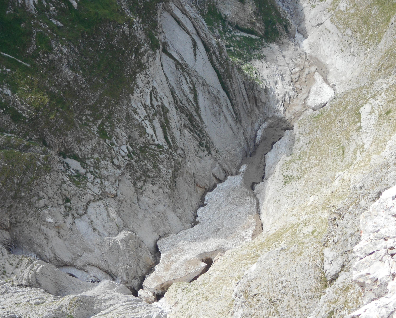 Situazione Nevai swettore Camicia Prena - Gran Sasso d'Italia - 12 agosto 2010-dscn3172.jpg