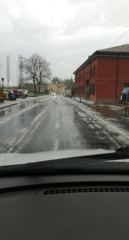 Nowcasting Emilia - Basso Veneto - Bassa Lombardia, 1-15 aprile 2018-img_20180412_185325_938.jpg