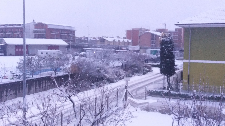 Nevicate inverno 2017-18 a Carmagnola (TO)-20171202_074610-1-.jpg