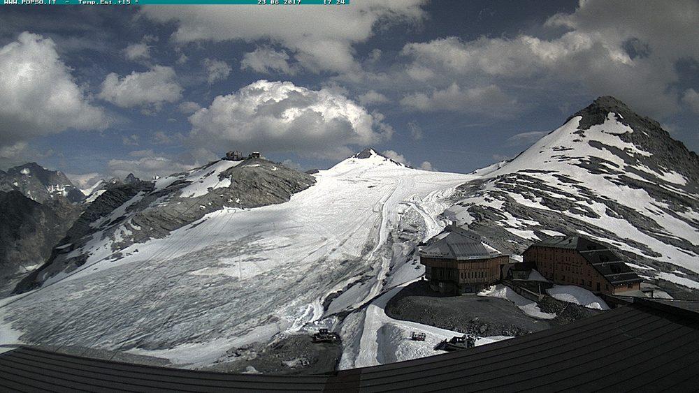 Nowcasting nivoglaciale Alpi estate 2018-stelvio-piste-06-23-17-ghiaccio-per-meta-scoperto.jpg