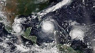 Stagione uragani Atlantico 2018-330px-katia-_irma-_jose_2017-09-08_1745z-1935z.jpg