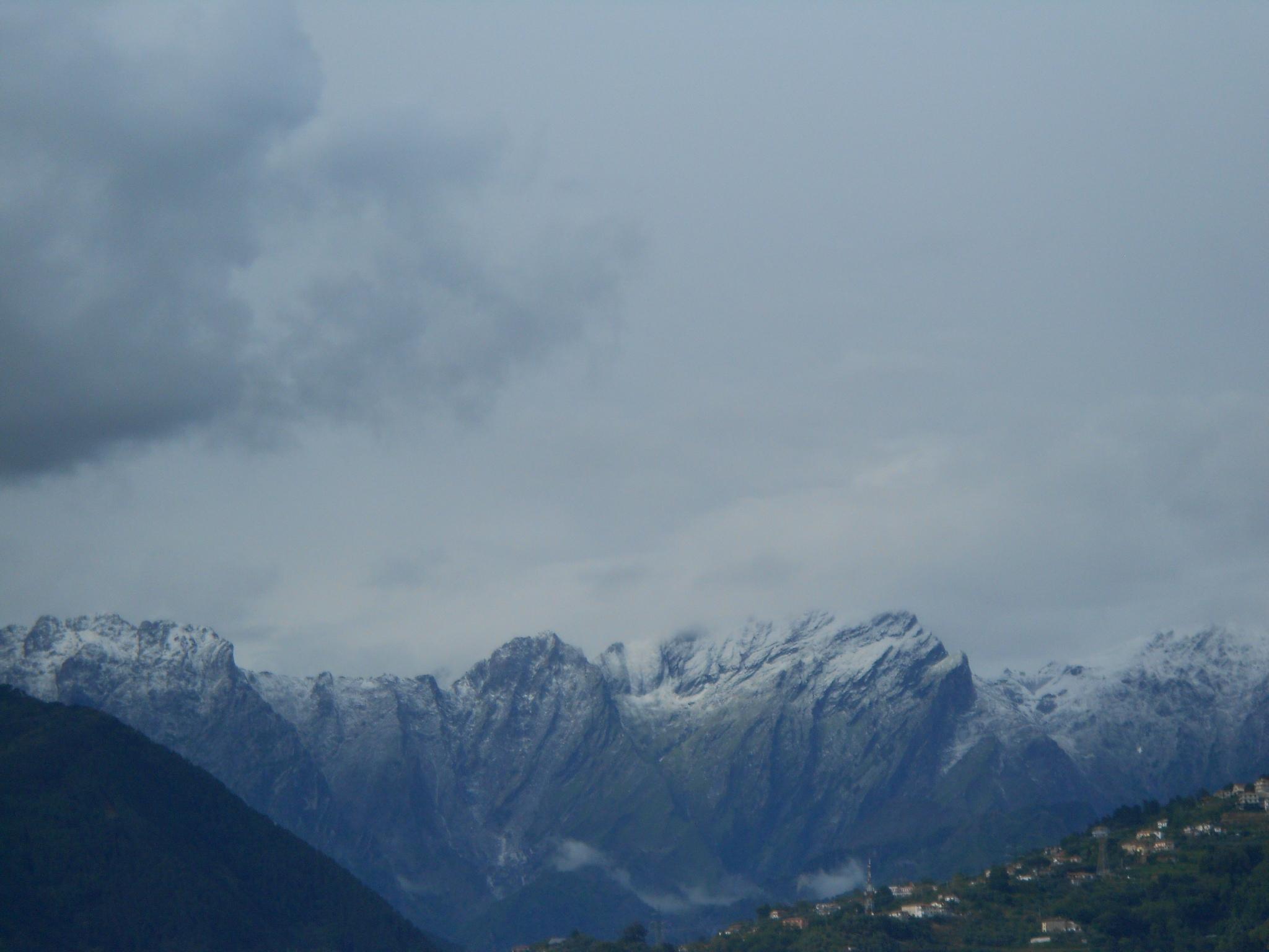 Ondata di freddo che ha portato precipitazioni nevose sotto i 500 m in estate-neve-apuane-30-maggio-030.jpg