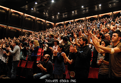 Nuovo Virus Cinese-standing-ovation-audience-generic_standard.png